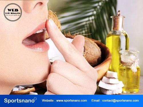 Phương pháp làm đẹp môi bằng dầu dừa cho các chị em