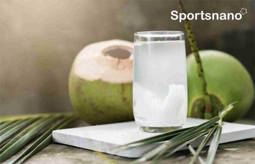 sau sinh có được uống nước dừa không