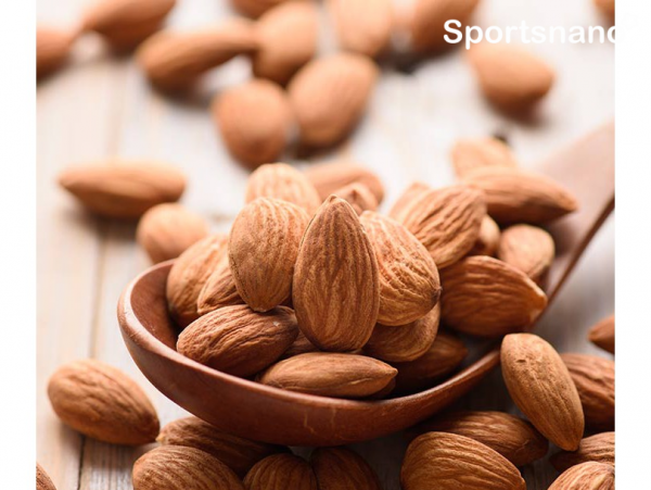 Hạnh nhân ccung cấp chất chống oxy hóa cho cơ thể, giúp giảm mỡ máu, giảm cholesterol xấu